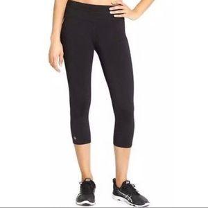 {Like NEW!} Athleta Sonar Capri Leggings in Black